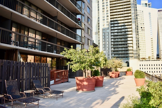 33 West Delaware Place, Unit 6F Chicago, IL 60610