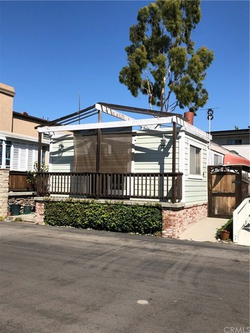 33 Welcome Lane Seal Beach, CA 90740