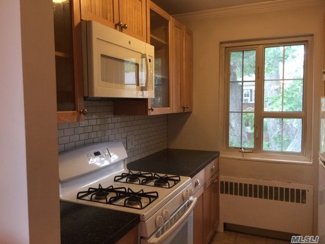 26 Nathan Hale Drive, Unit 75B Huntington, NY 11743