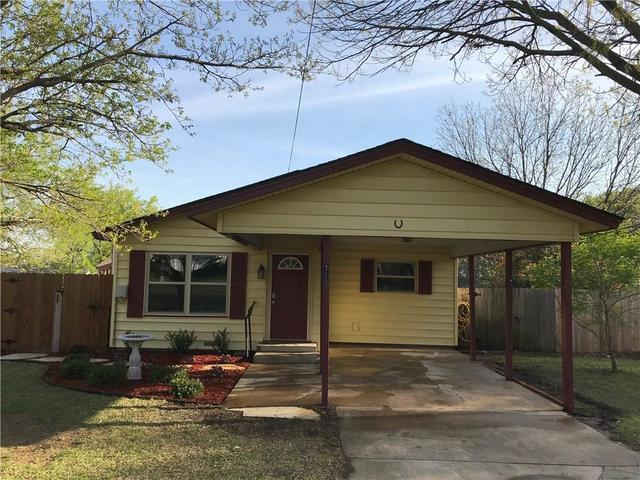 713 West 2nd Street Justin, TX 76247