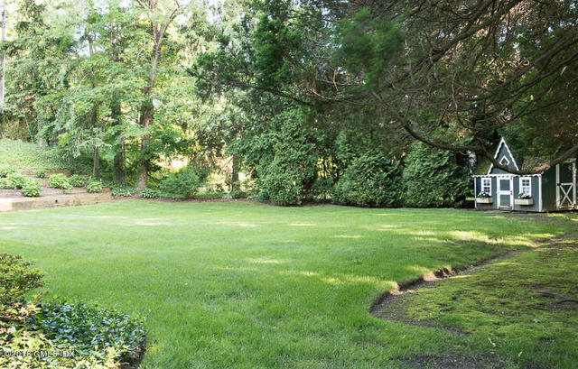 13 Meadow Wood Drive Greenwich, CT 06830