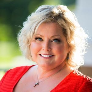Karen Irace,                       Agent in Chicago - Compass
