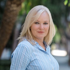 Loren Dunsworth,                       Agent in Los Angeles - Compass