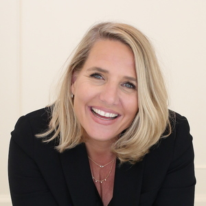 Laurie Eastman,                       Agent in Los Angeles - Compass