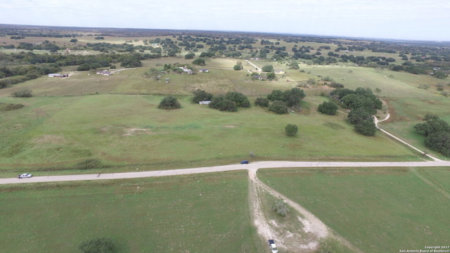 132 County Road 158 Floresville, TX 78114