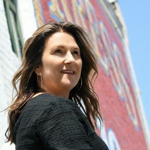Barrie Petersen,                     Agent in Los Angeles - Compass