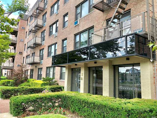 1 Birchwood Court, Unit 4B Mineola, NY 11501