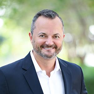Oscar Correa, Agent in Miami - Compass