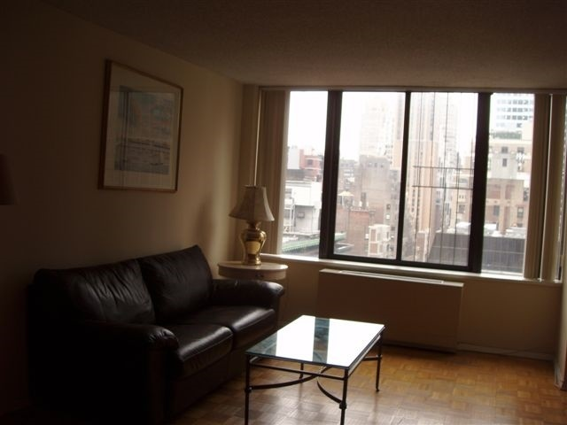 445 5th Avenue, Unit 19C Image #1