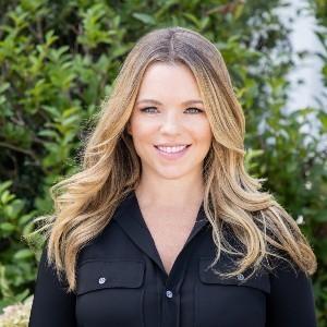 Chelsea Baetz, Agent in  - Compass