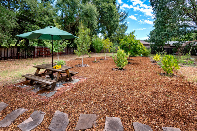 17043 Brookside Road Sonoma, CA 95476