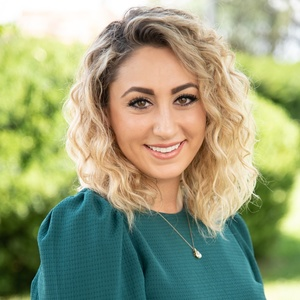 Sara Shahmoradian,                     Agent in Los Angeles - Compass