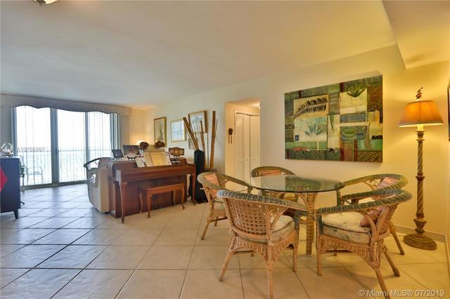 5825 Collins Avenue, Unit 7K Miami Beach, FL 33140