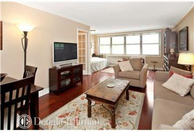 310 East 70th Street, Unit 3G Image #1
