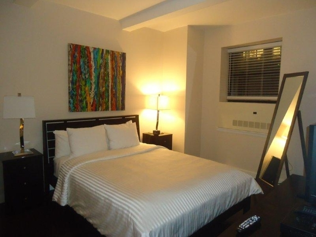 150 West 51st Street, Unit 1806 Image #1