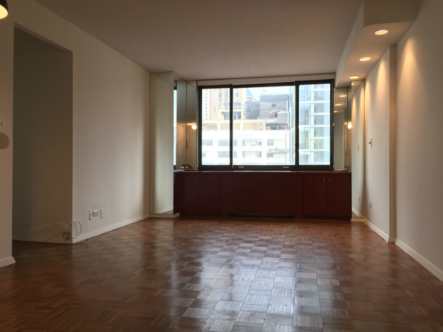 200 Rector Place, Unit 32L Image #1