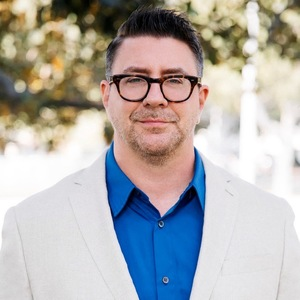 Rob Moore,                     Agent in Los Angeles - Compass