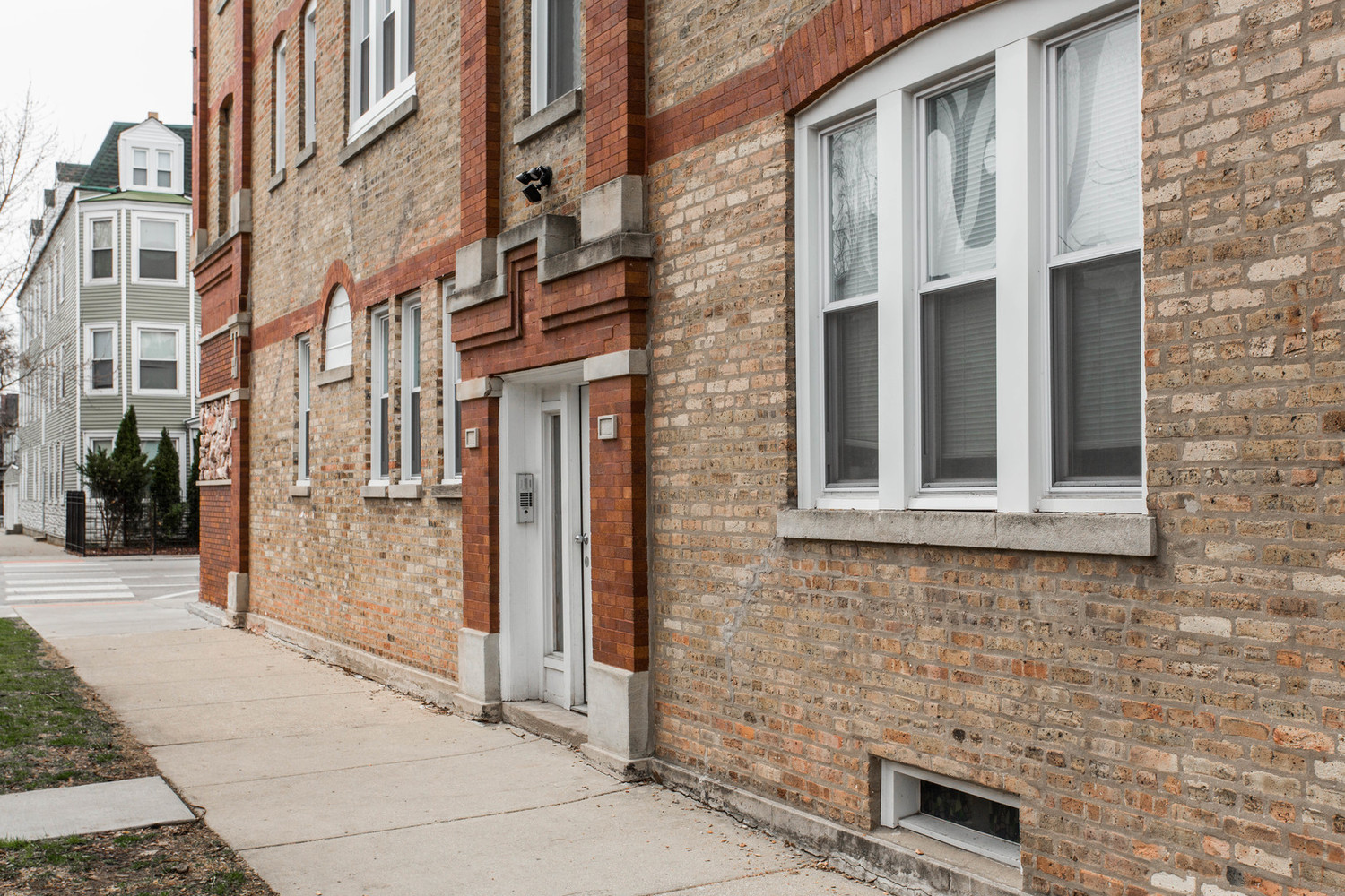 3734 West Diversey Avenue, Unit 1F Chicago, IL 60647