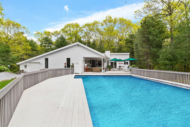 7 Bull Path Close East Hampton, NY 11937