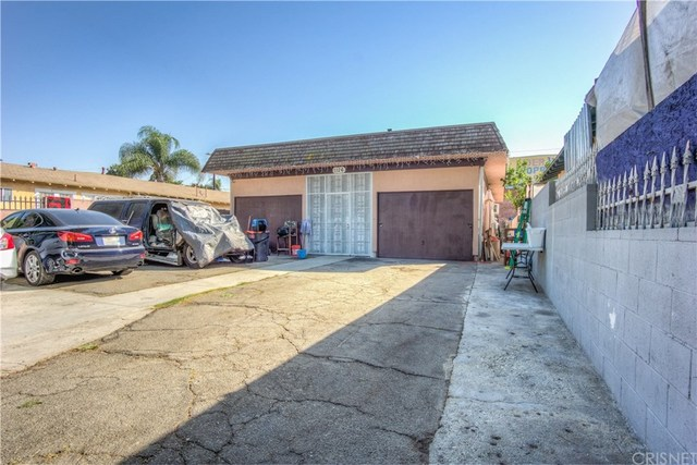 1126 East 59th Place Los Angeles, CA 90001