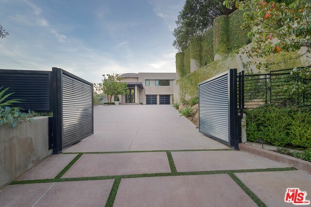 2501 Zorada Drive West Hollywood, CA 90046
