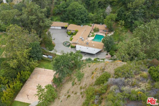 3375 Mandeville Canyon Road Los Angeles, CA 90049