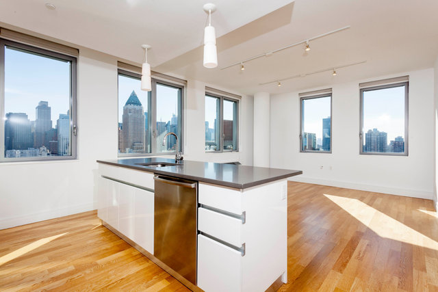 554 West 54th Street, Unit 22R Image #1