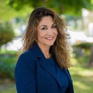 Julie Hadidi, Agent in San Francisco - Compass