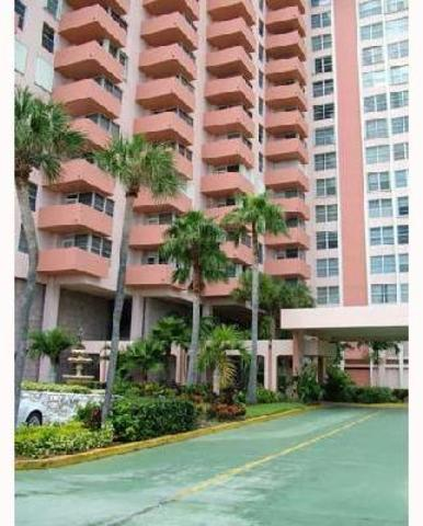 2899 Collins Avenue, Unit 529 Image #1