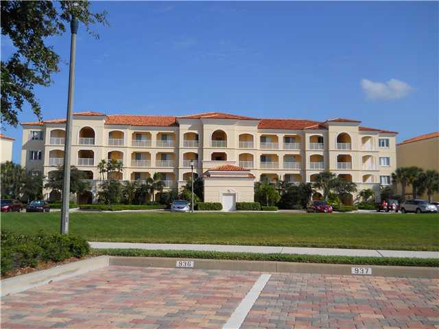 18 Harbour Isle Drive West, Unit 301 Fort Pierce, FL 34949