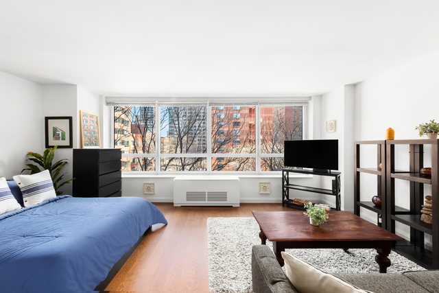 200 East 94th Street, Unit 405 Manhattan, NY 10128