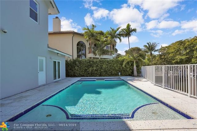 2207 Northeast 17th Court Fort Lauderdale, FL 33305