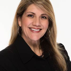 Yvette Preute,                     Agent in San Francisco - Compass