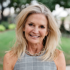 Leigh Crates,                       Agent in Dallas-Fort Worth - Compass