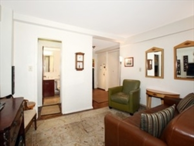 310 West 56th Street, Unit 4G Image #1