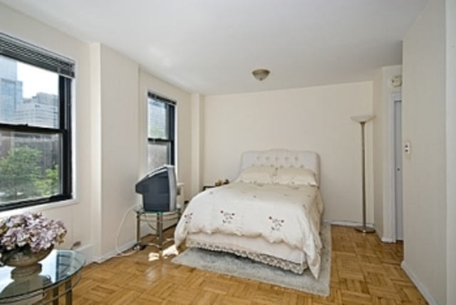 301 East 62nd Street, Unit 5E Image #1