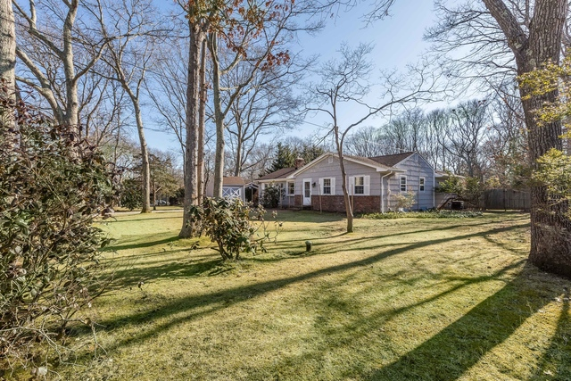 38 Glade Road East Hampton, NY 11937
