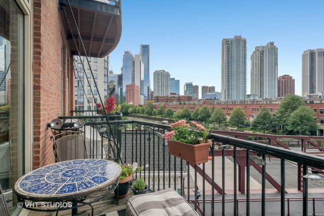 550 North Kingsbury Street, Unit 302 Chicago, IL 60654