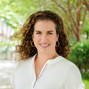 Anabella Fischer,                       Agent in Miami - Compass