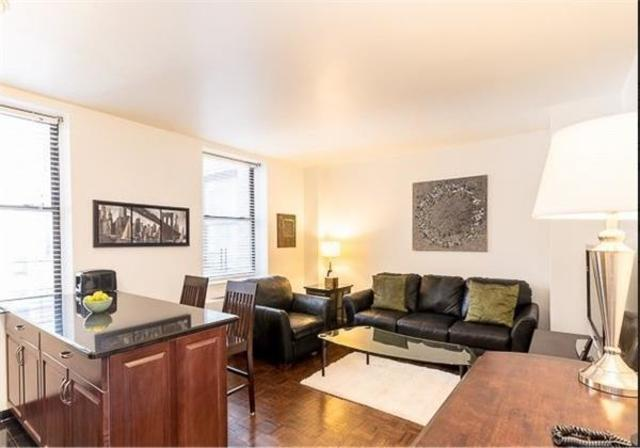 150 West 51st Street, Unit 917 Image #1