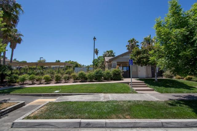 1922 Mammoth Way Sacramento, CA 95834