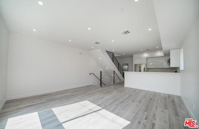 746 North Ridgewood Place, Unit 2 Los Angeles, CA 90038