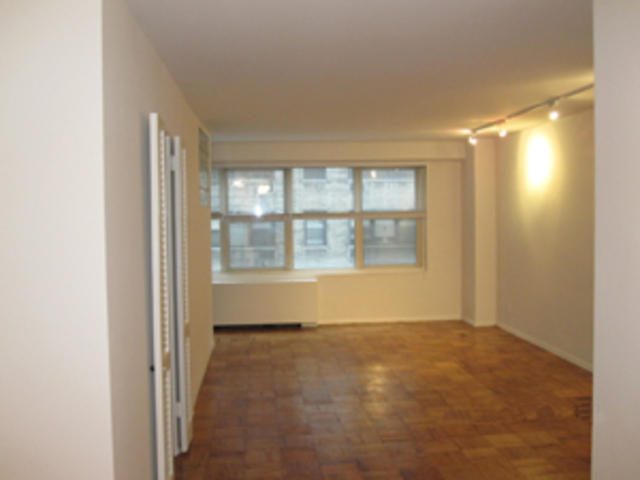 370 East 76th Street, Unit C505 Image #1