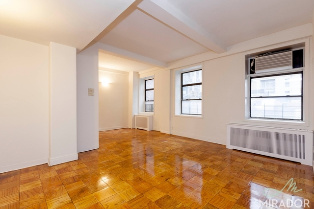 132 East 45th Street, Unit 4G Image #1