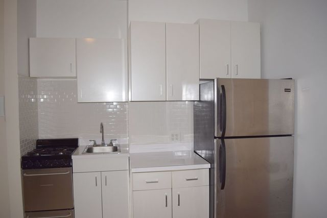 239 West 20th Street, Unit 16 Image #1