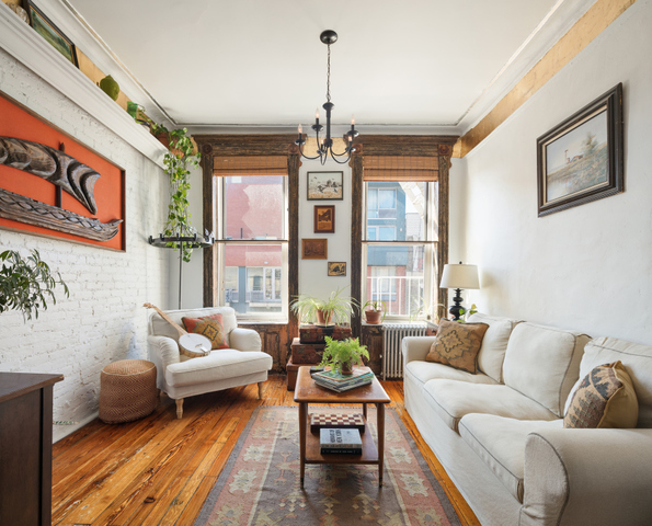 633 East 11th Street, Unit 17 Image #1