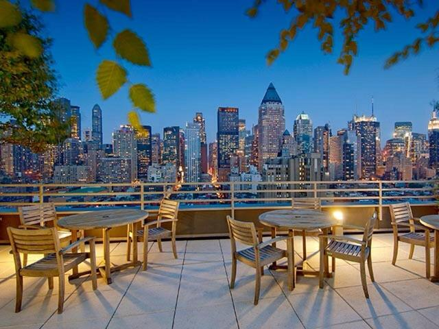 515 West 52nd Street, Unit 1015B Image #1