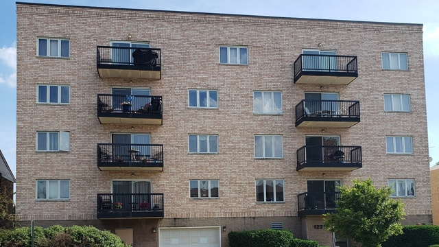 1227 Brown Street, Unit 303 Des Plaines, IL 60016