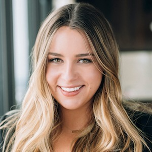 Alexa Dowell,                       Agent in Chicago - Compass