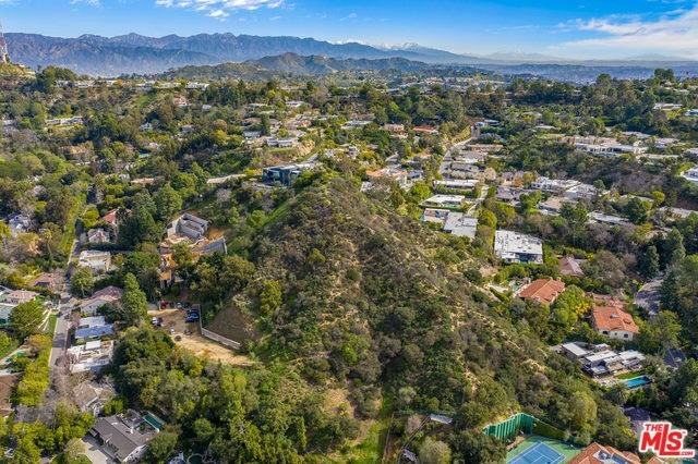 2248 Bowmont Drive Beverly Hills, CA 90210